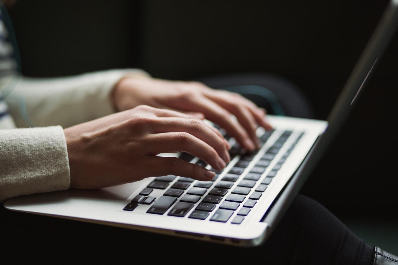 Contenus sexistes et violents: Féministes contre le cyberharcèlement réclamedes mesures efficaces