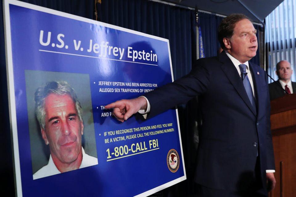 Suicide de Jeffrey Epstein: les internautes n'y croient pas