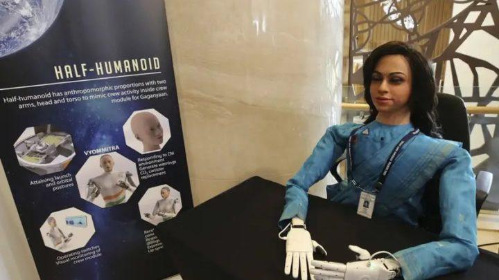 Un robot humanoïde dans l'espace avant la première mission habitée de l'Inde