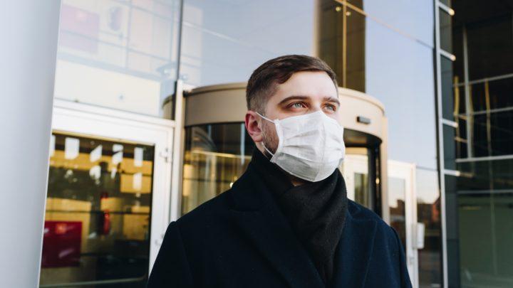 Face aux masques faciaux, les algorithmes de reconnaissance faciale galèrent