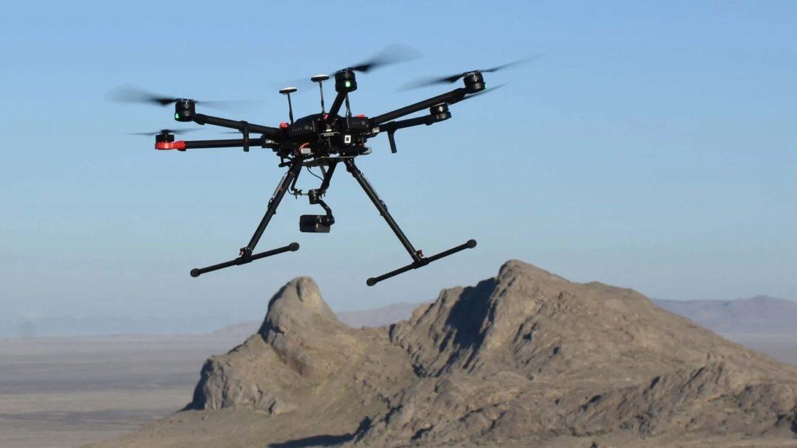 Un drone trouve les individus en détresse